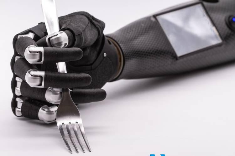 Nelle mani di Adam's Hand usare una protesi è più naturale